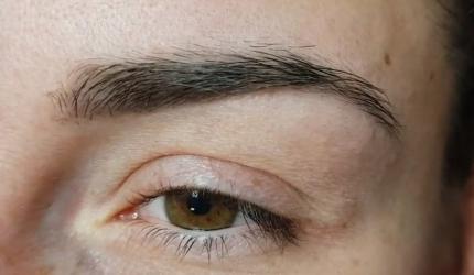 Brwi, efekt po wygojeniu makijażu permanentnego.